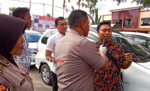 Korban yang ditemui Kapolres, beserta sejumlah barang bukti mobil yang berada di Mapolres Bojonegoro